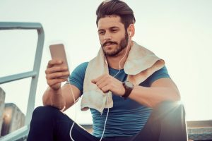 5 Reasons to Work Out Before Checking Your Emails and Social Media